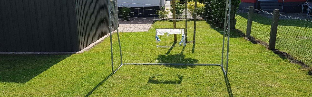 Fußball speilen im Garte vom Ferienhaus Angela und Andy in Kellenhusen